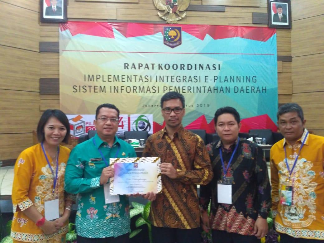 Penyarahan Piagam Penghargaan E-Planning