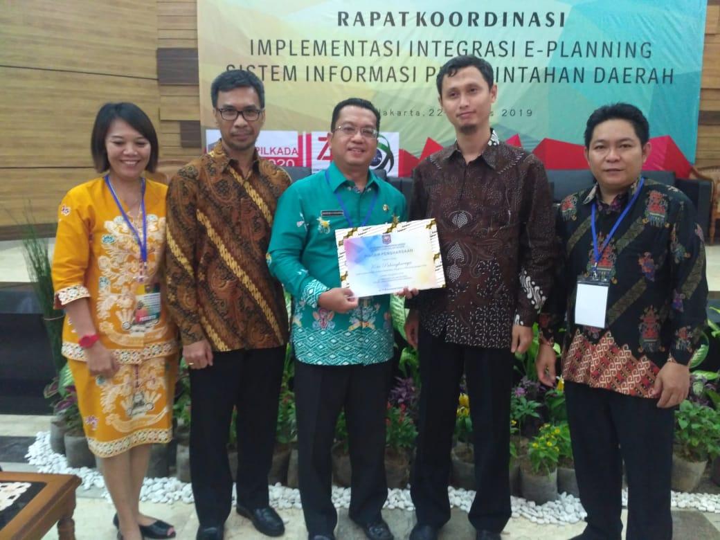 Penyarahan Piagam Penghargaan E-Planning1