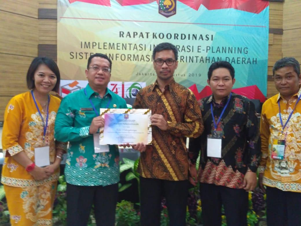 Penyarahan Piagam Penghargaan E-Planning3