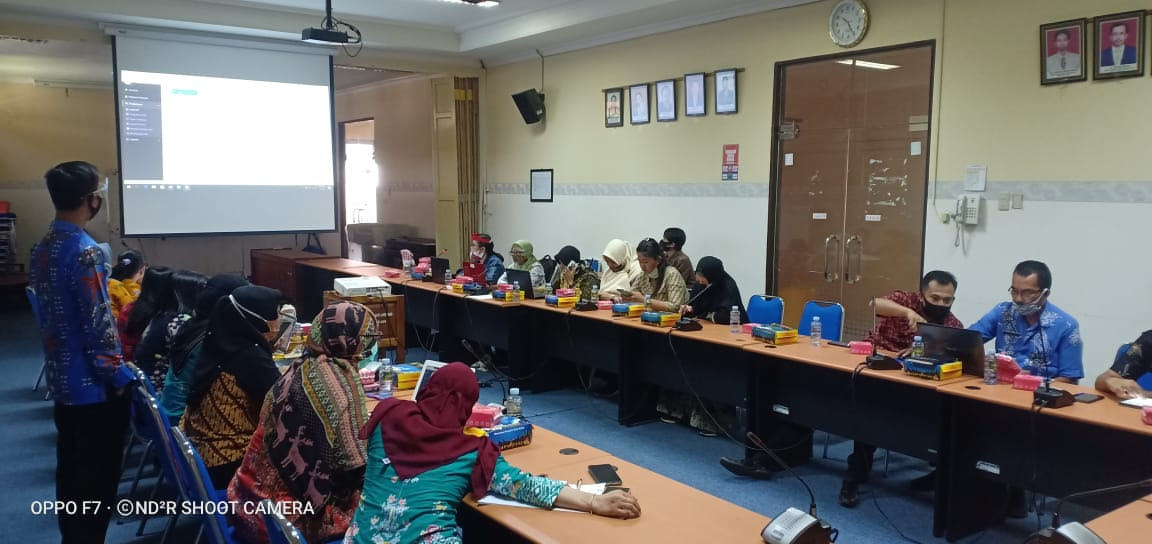 ASN di Lingkungan Bappedalitbang Kota Palangka Raya saat mengikuti Sosialisasi e-kinerja yang sosialisasikan oleh narasumber dari BKPSDM Kota Palangka Raya